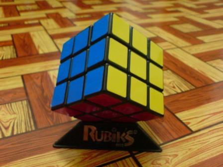 Rubik yang telah diselesaikan